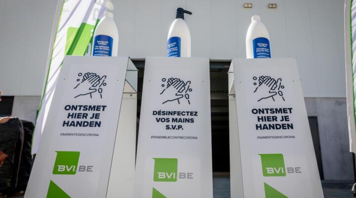 BVI.BE deelt dispensers met handgel uit op bedrijvenpark Gate 7